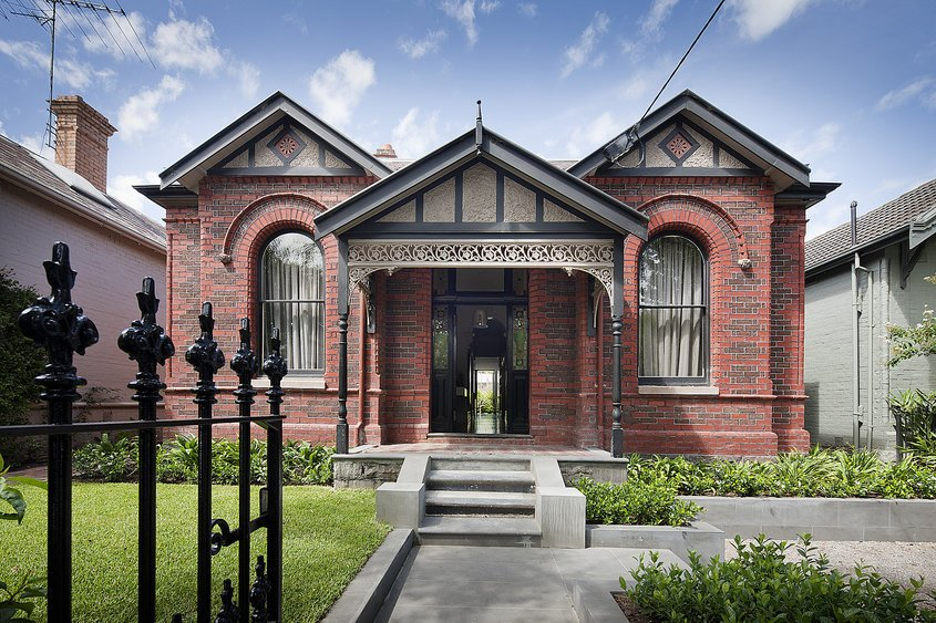 Red Brick Victorian House Facade Design