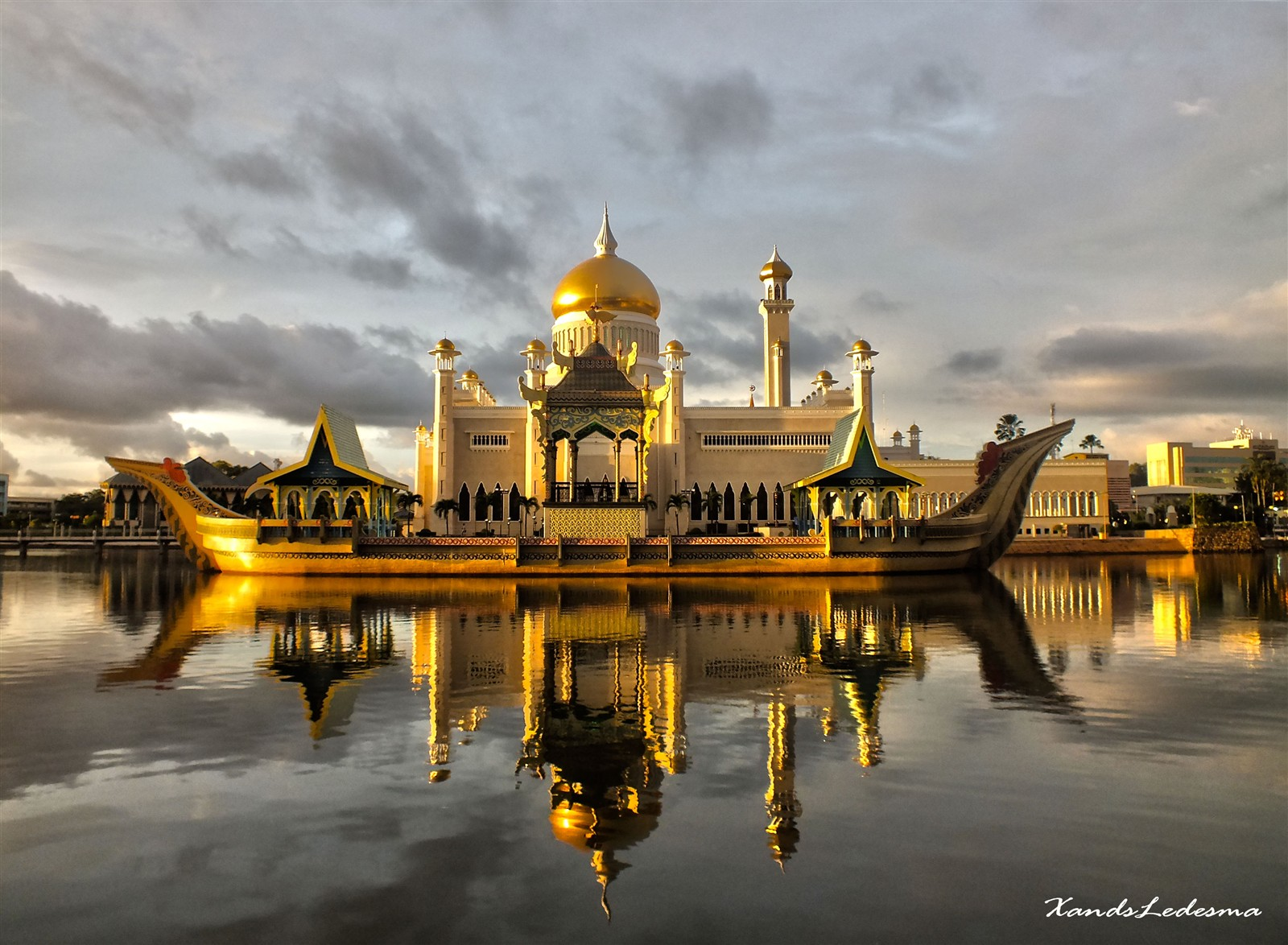 Sultan Omar Ali Saifuddin Mosque Beautiful Photography